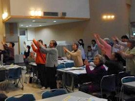 地域の高齢者サロンで啓発活動